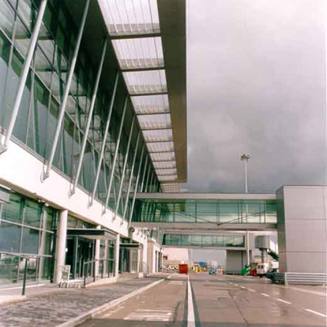 Light Shop Dublin Industrial Estate: Dublin Airport Pier C And Terminal 1 Retail Street